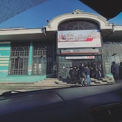 抵達東西伯利亞第二大城-伊爾庫次克火車站,第一時間求助車站巡邏的俄警大佬!皆因身上帶著900多美金,竟然無找換店兌換盧比!頓變成身無分文的旅人,幸得與俄警私下以超好匯價交易,才能搭上的士離開! 【浪遊旅人】http://bit.ly/1zmJ36B #bacpackerjim #arrived #taxi #railway #station #irkutsk #Ирку́тск #russia #россия