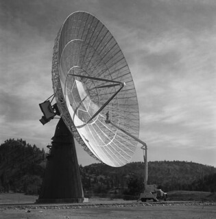 A radio telescope / Un radiotélescope