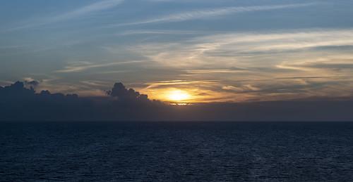 пейзаж landscape гора небо облако mountain sky cloud море океан sea ocean dmilokt закат рассет солнце sun sunset sunrise