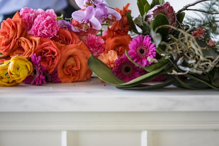 Järvenpään Kukkatalo kukkakoulu oranssi ruusu pinkki neilikka