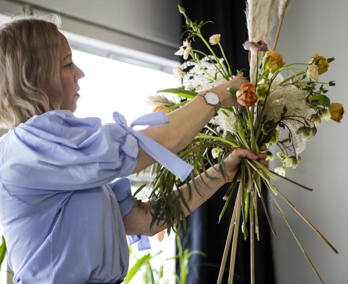 Järvenpään Kukkatalo kukkakoulu kukka-asetelma romanttinen kimppu