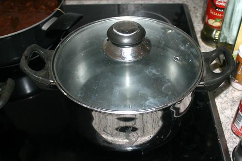 38 - Topf mit Wasser aufsetzen / Bring pot with water to a boil