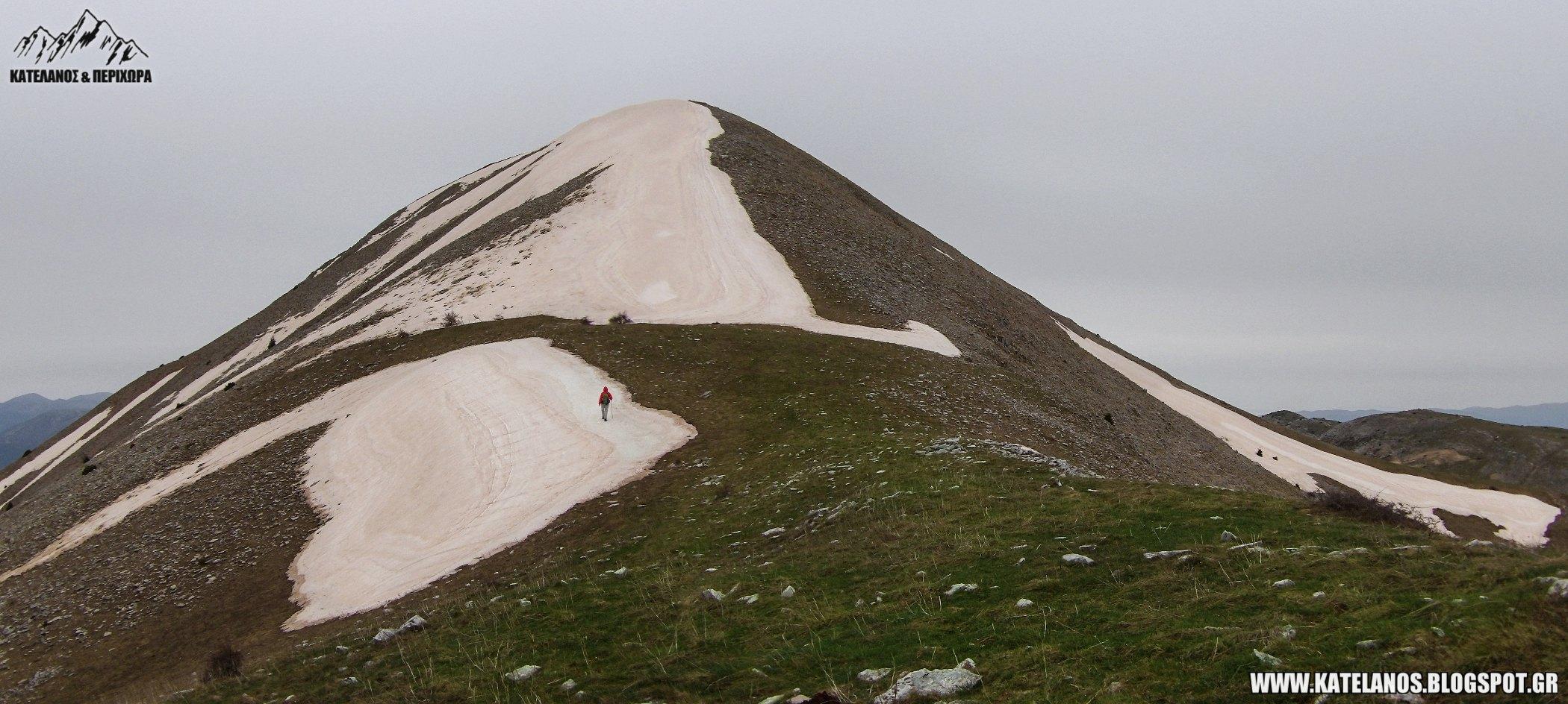 ανοιξη στο παναιτωλικο ορος κορυφη τριανταφυλλια χιονουρες