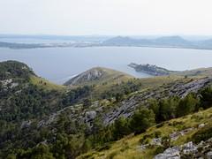 Formentor (Mallorca-España). Bahía de Pollensa vista desde el acceso a la Talaia d´Abercutx
