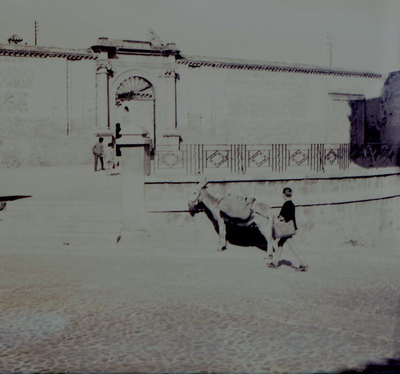 Antiguo convento de agustinos, hoy instituto Sefarad, a mediados del siglo XX. Fotografía de Victoriano de Tena Sardón