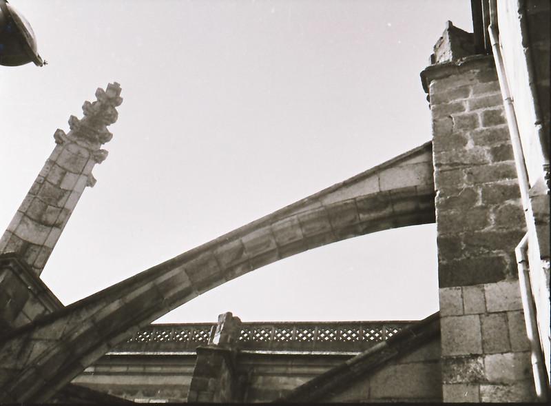 Arbotante. Vista tomada desde las zonas superiores de la catedral en los años 60. Fotografía de Victoriano de Tena Sardón