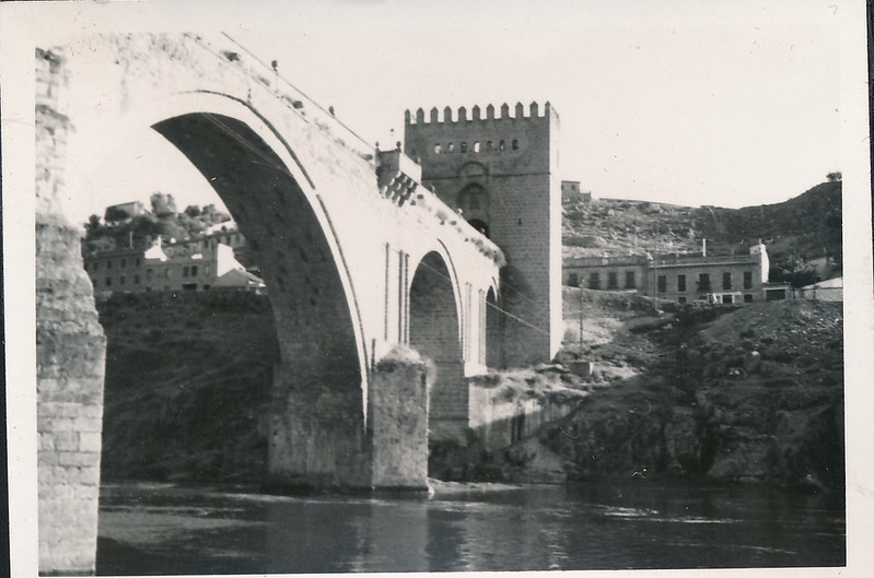 Puente de San Martín a mediados del siglo XX. Fotografía de Victoriano de Tena Sardón