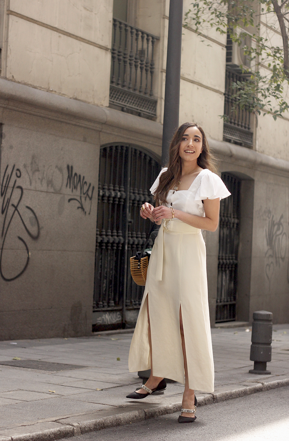 white linen skirt street style spring outfit1