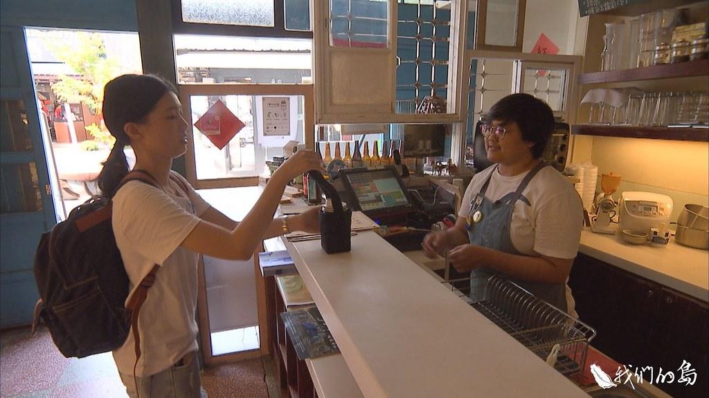 1001-1- (91)台南業者與商家合作,推出環保杯租賃,只要留下手機資訊,就可享有A點借、B點還的服務。
