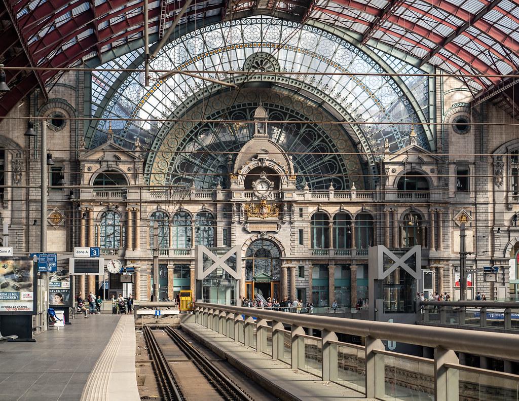 Antwerp station(platform)