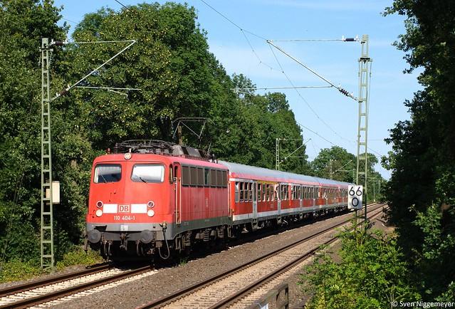 110 404-1 mit dem RE4 Verstärker von Düsseldorf nach Aachen in Mönchengladbach-Lürrip am 27.06.11
