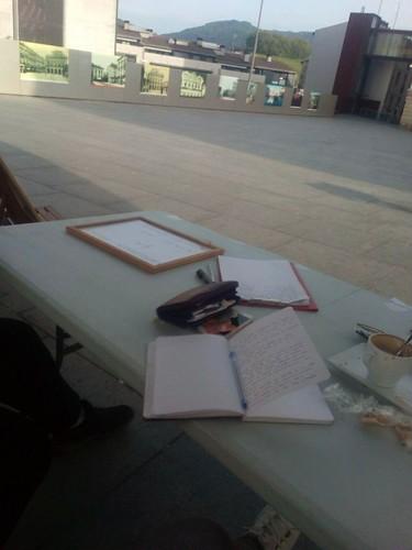 Trabajando en la acampada en que decir en el pleno del Ayuntamiento de Irun