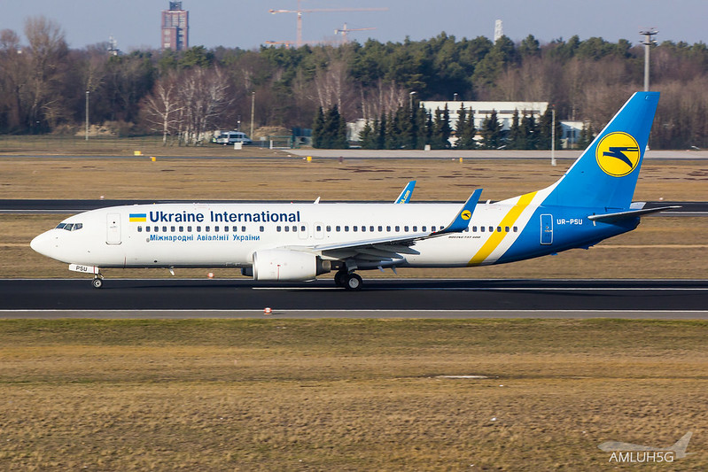 Ukraine International - B738 - UR-PSU (3)