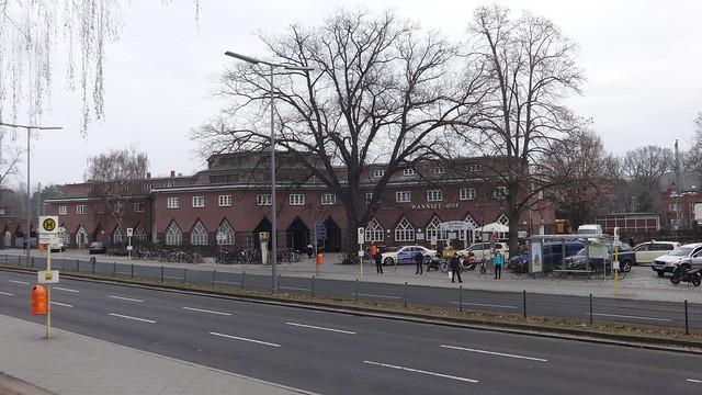 1927/28 Berlin expressionistischer Fern- und S-Bahnhof Wannsee S1/S7 von Reichsbahnrat Richard Brademann Kronprinzessinenweg 250-251 in 14109 Wannsee