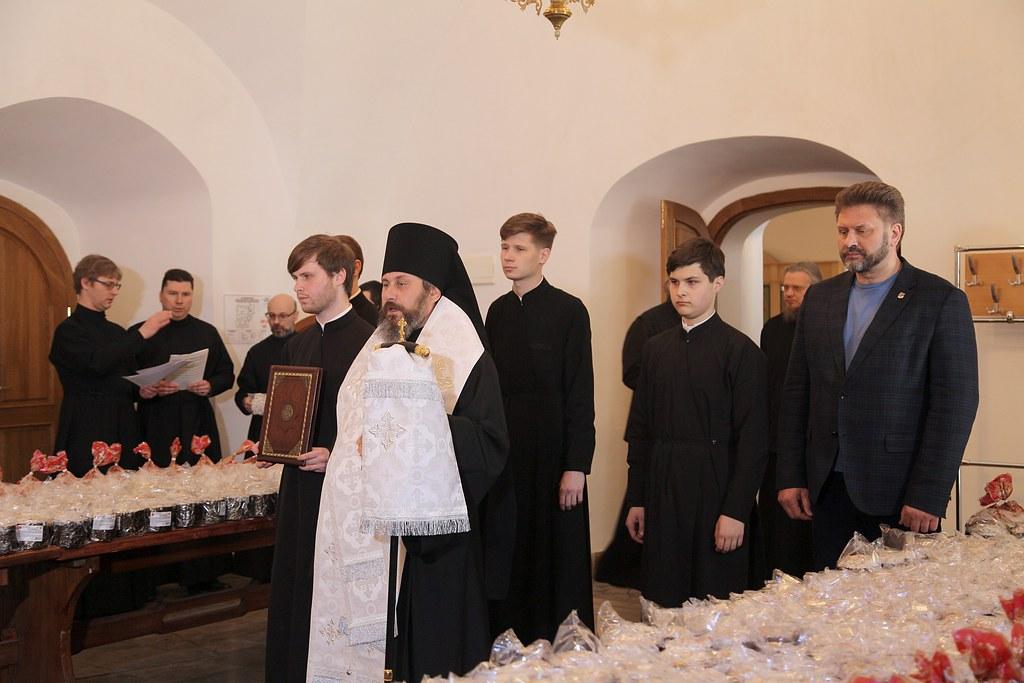 В Новоспасском монастыре освятили 3 тысячи куличей для российских военнослужащих в Сирии