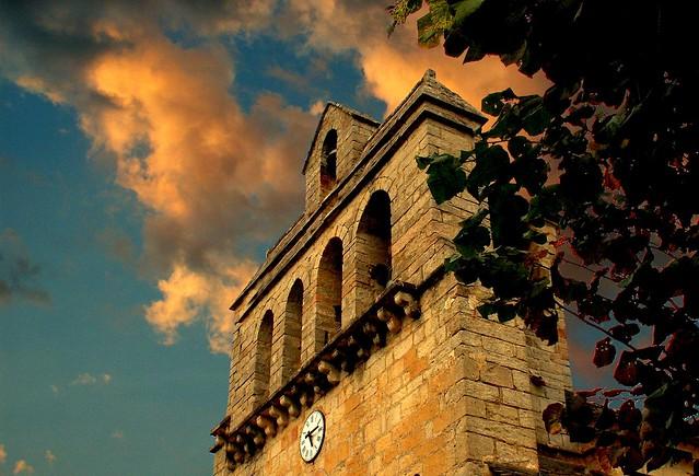 Soleil couchant sur le clocher ...;