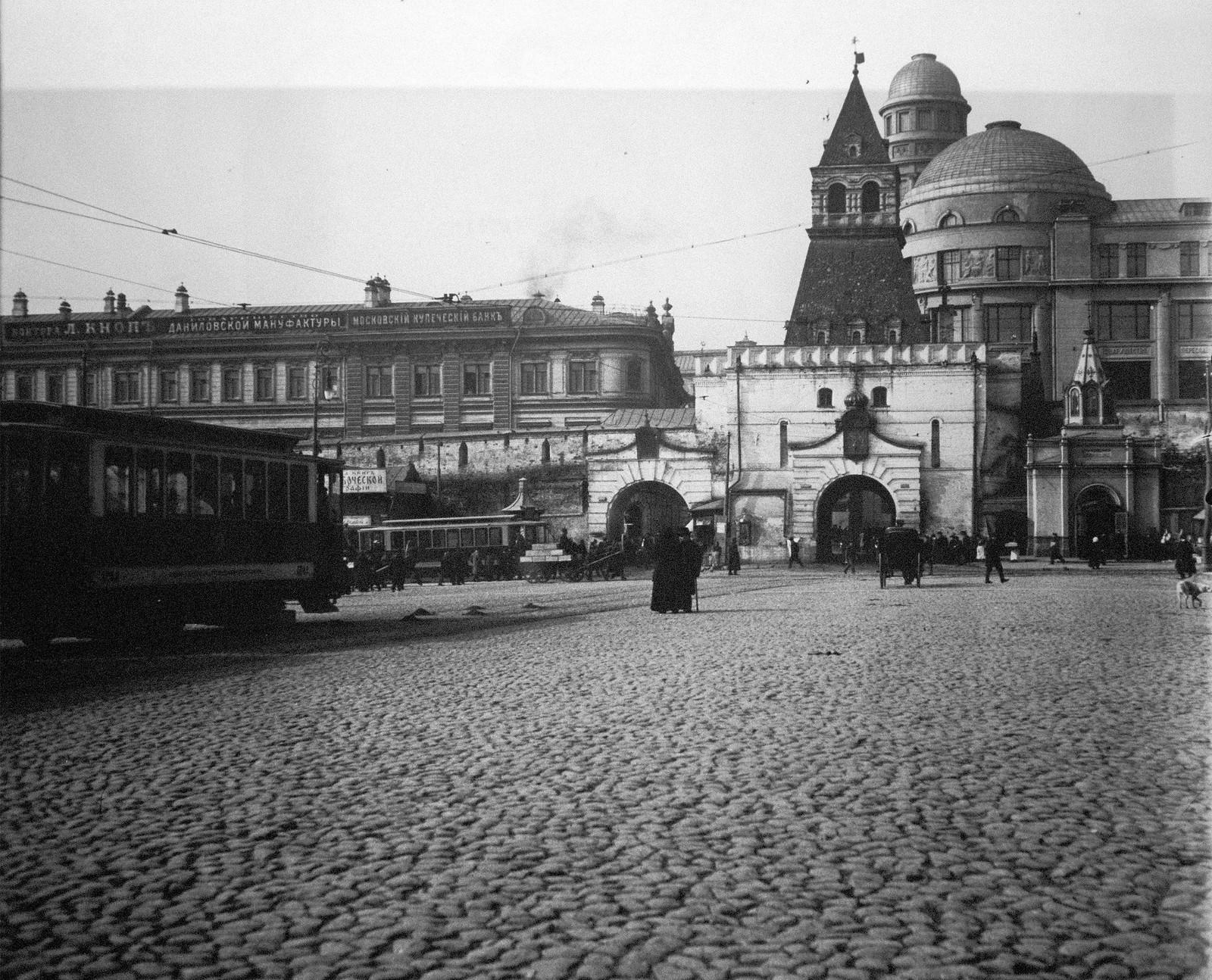 Ильинские ворота и часовня Сергия Радонежского