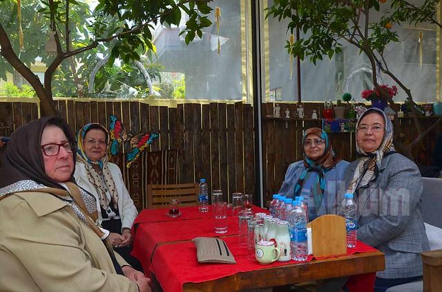 Alanya Kadınları burs için yine kolları sıvadı