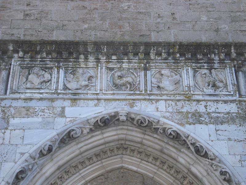 003-западный портал-Агнец и евангелисты