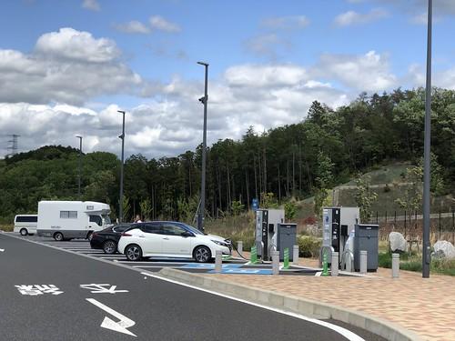 新東名 岡崎SA(下り)で充電中の日産リーフ e+(62kWh)