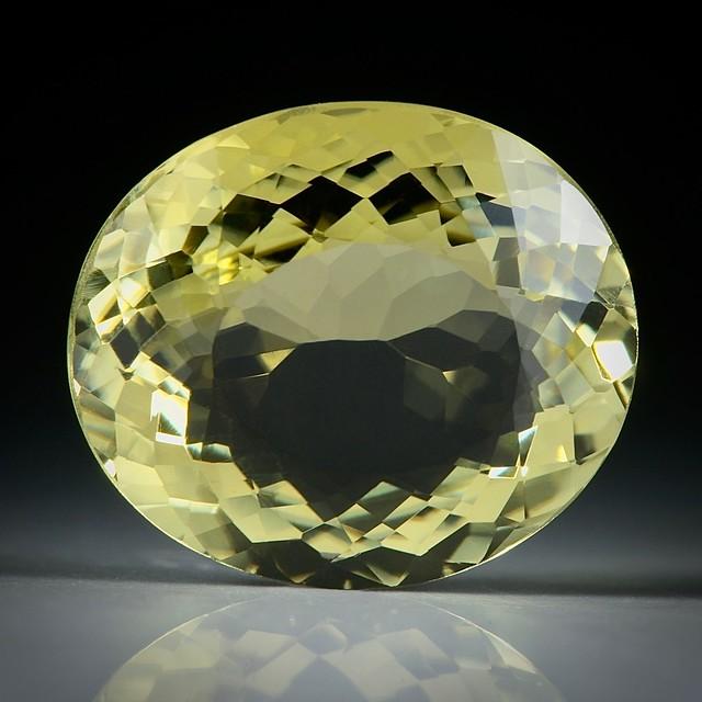 Turmalin oval facettiert 7.75ct.  14.5x12.5x6.5mm
