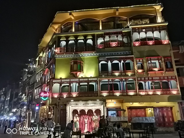 Building Picture at night with Night Mode on Huawei P30 Lite