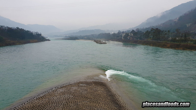 china Dujiangyan Irrigation System stones