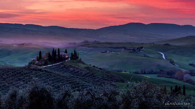 Podere Belvedere at sunrise (Italy)