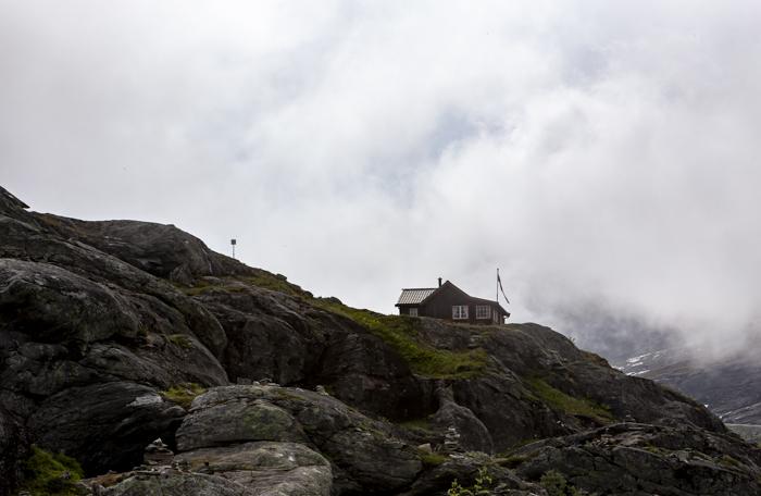 Norja Noway Norwegian roadtrip Trollstiegen talo rinteessä vuoristotalo_