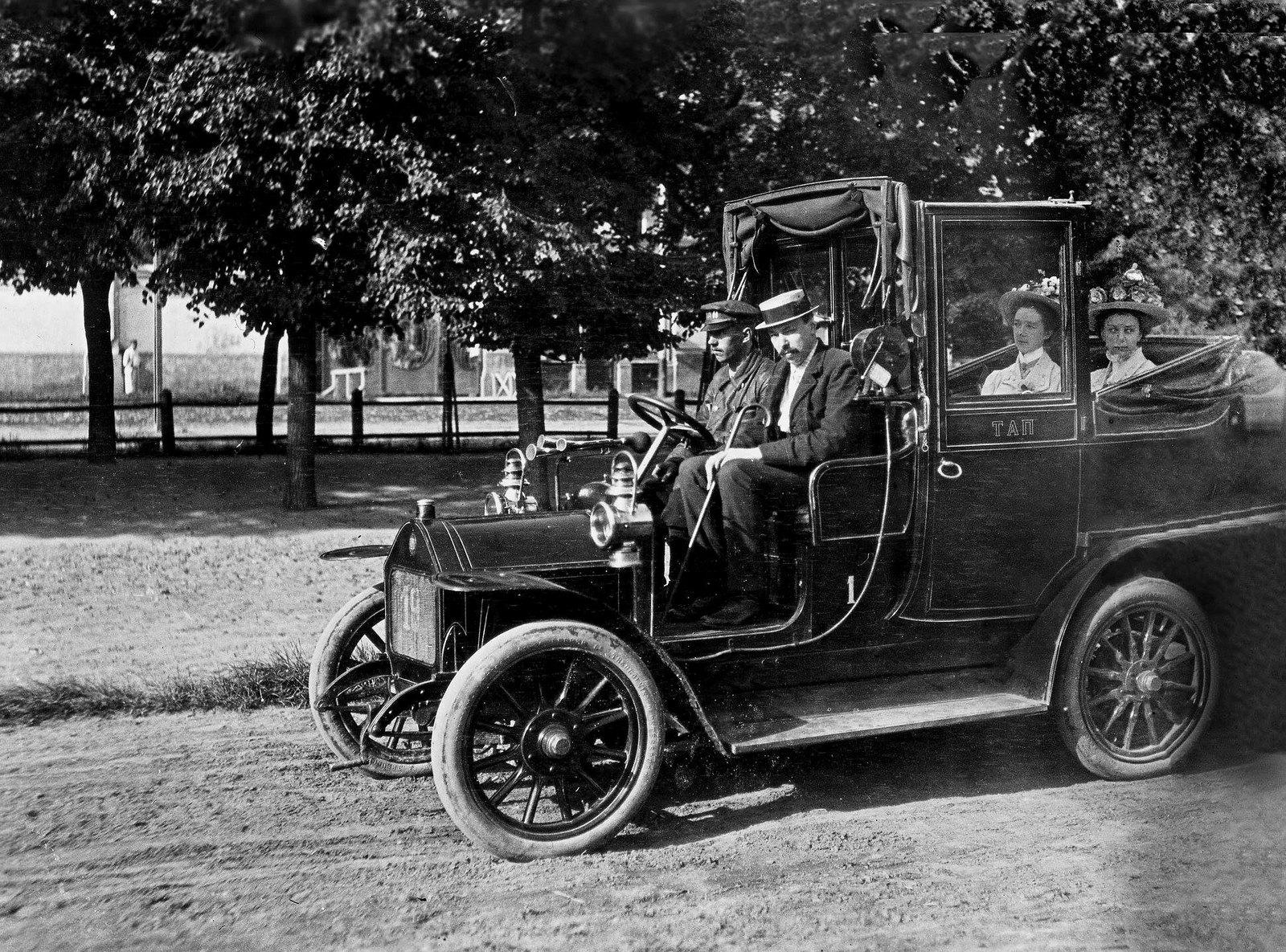 Таксомотор «Товарищества автомобильного передвижения». 1909