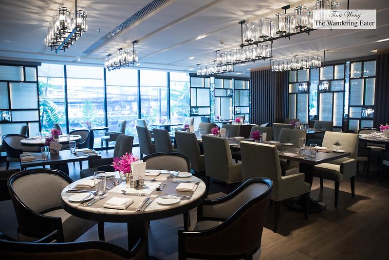 JW Cafe dining room