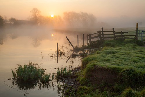 river soar zouch nottinghamshire leicestershire loughborough east midlands england uk europe sun sunrise mist misty fog foggy atmosphere ethereal tranquil serene orb water bank waters edge reflections rural dawn canon dslr 5d mkii julian barker