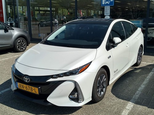 2019 Toyota Prius Plug-in Hybrid Photo