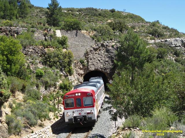 Tren de Cercanías de Renfe (Línea C-3) a su paso por BUÑOL (Valencia)