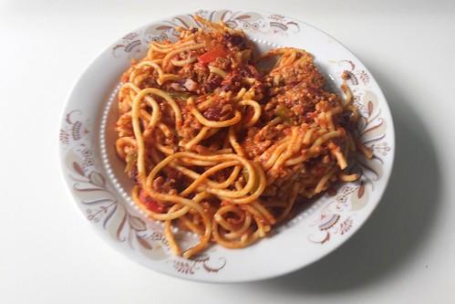Spaghetti with mincemeat tomato sauce, bell pepper & kidney beans / Spaghetti mit Hackfleisch-Tomatensauce, Paprika & Kidneybohnen