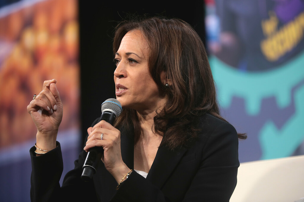 Kamala Harris 2020 campaign cutting costs and realigning staff in major shakeup – CBS News