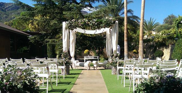 Ceremonia civil celebrada en los jardines del Restaurante L'Escaleta