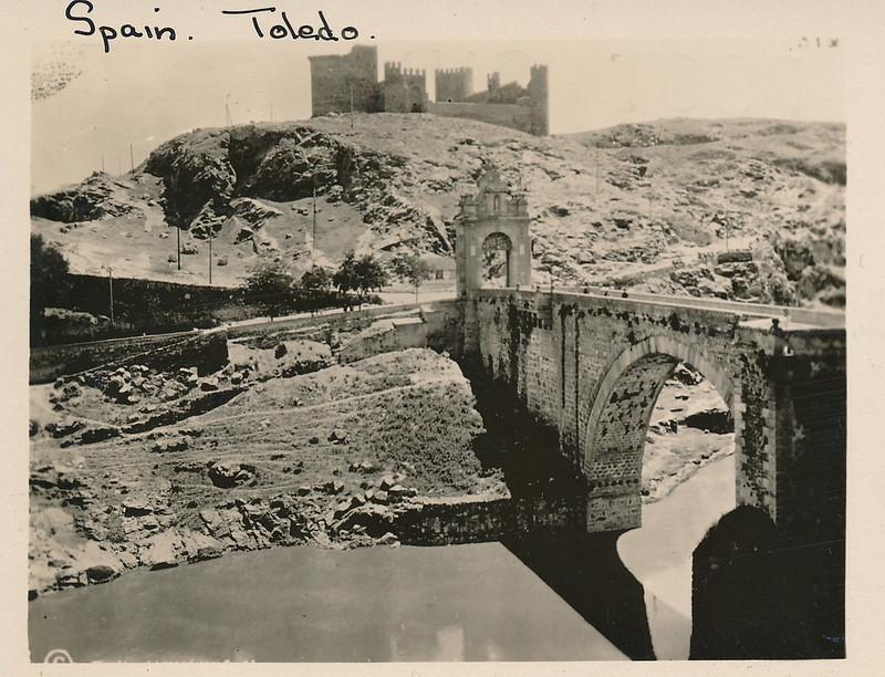 Río Tajo, Puente de Alcántara y Castillo de San Servando hacia 1915. Fotografía de Edward Manuel Newman. Colección de Laura Valeriano y Paco de la Torre.