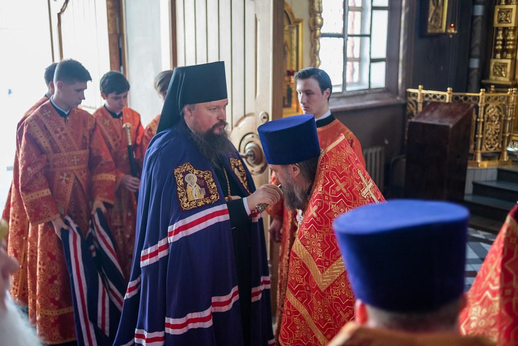 Епископ Воскресенский Дионисий совершил Божественную литургию в Иверском соборе Патриаршего подворья Николо-Перервинского монастыря