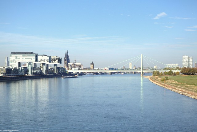 Von der Kölner Südbrücke auf den Rhein fotografiert am 15.10.18