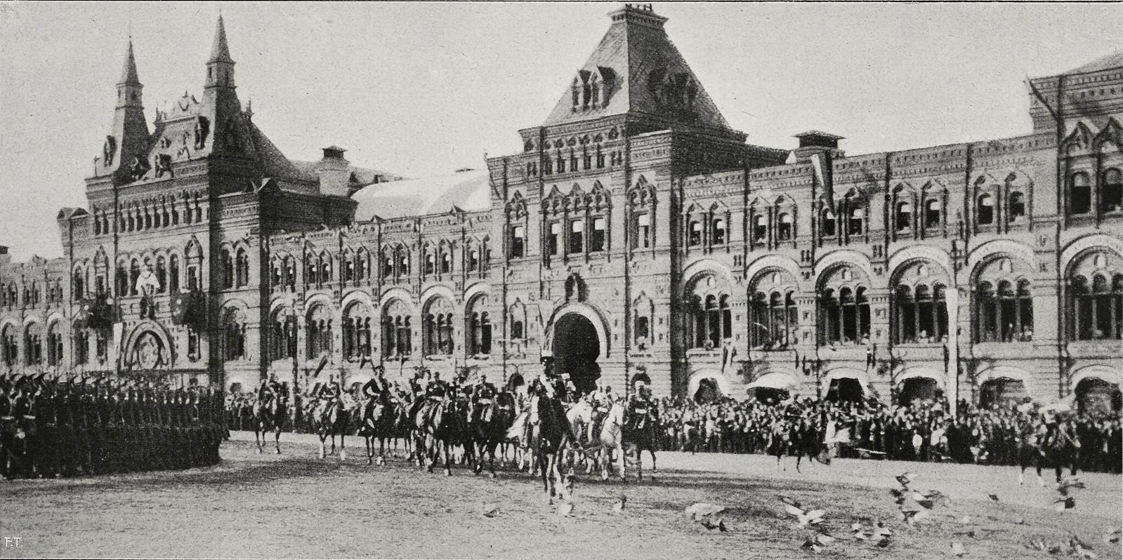 Прибытие Николая II и Александры Федоровны на Красную площадь