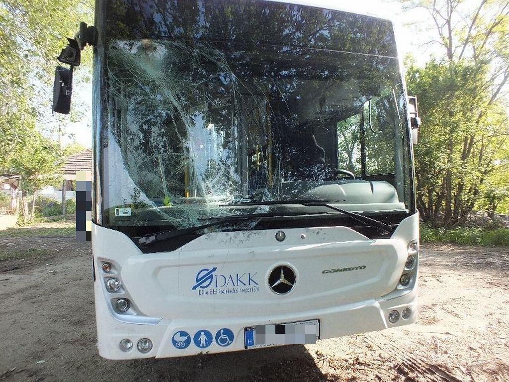 Fél évig is állhat az összetört busz, 10 milliós a kár