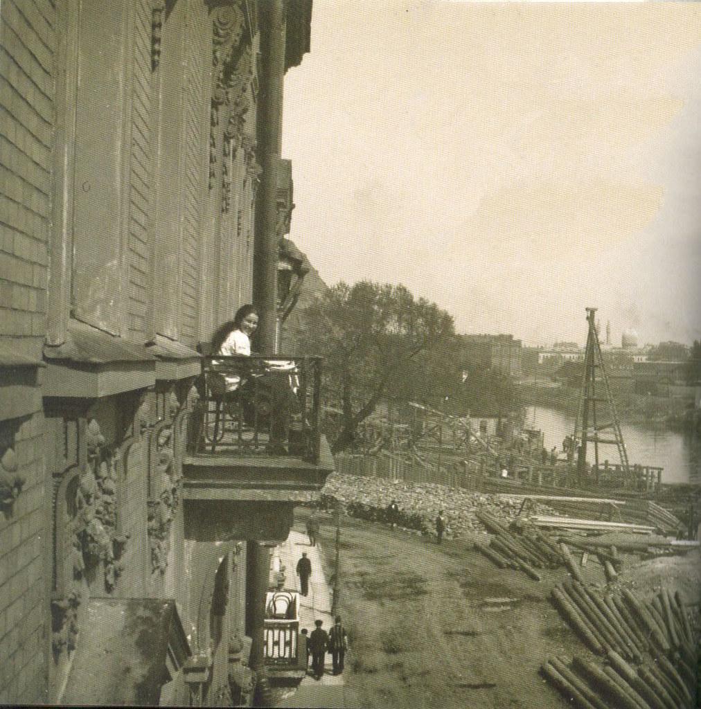 Вид на Мытнинскую набережную с балкона дома  № 3. 1913