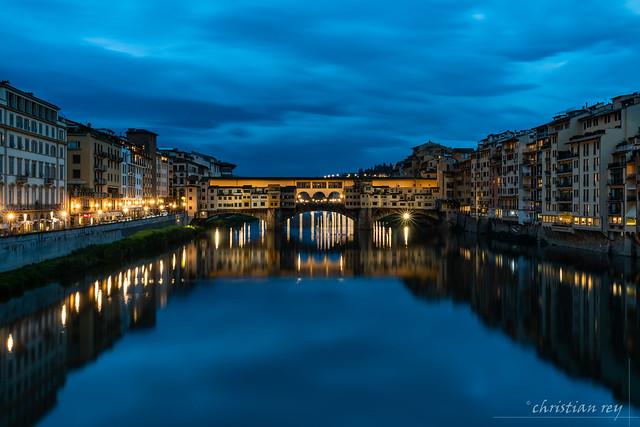 Blue hour on the Ponte Vecchio (Italy)
