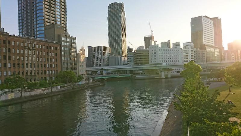 天神橋から写した大川沿いの風景