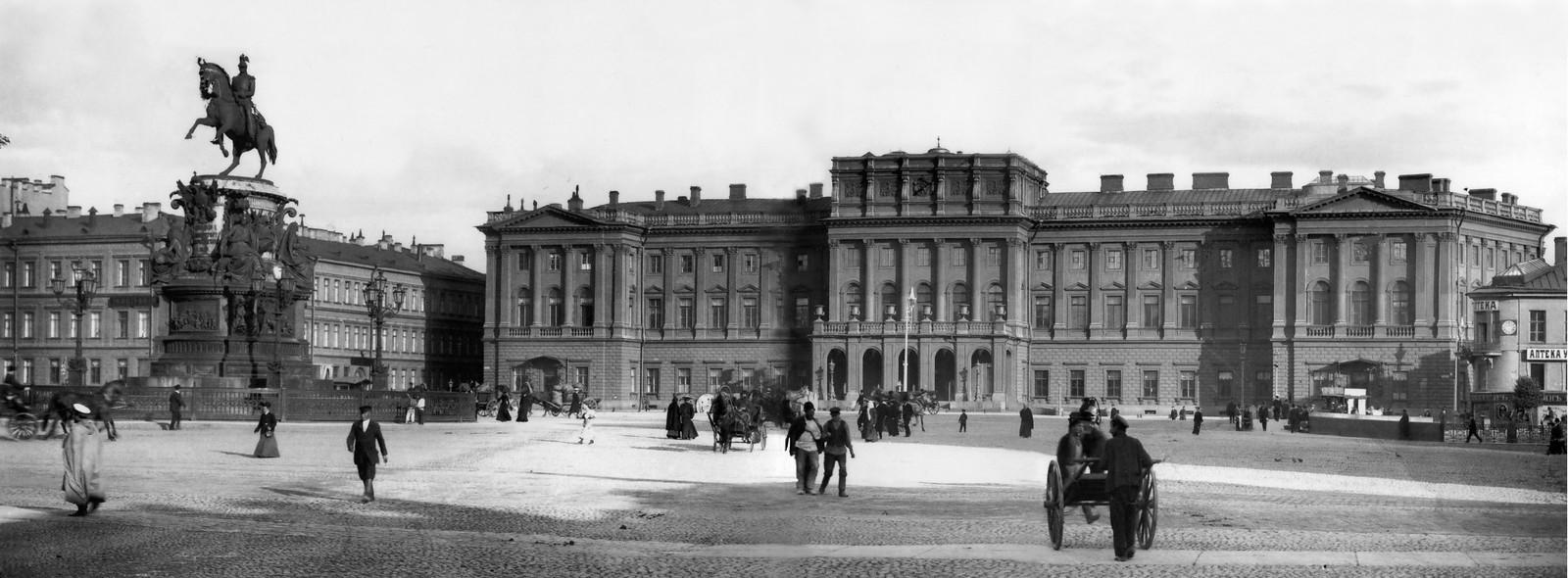 Мариинский дворец и памятник Николаю I