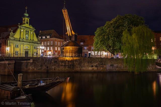 Alter Lüneburger Hafenkran bei Nacht