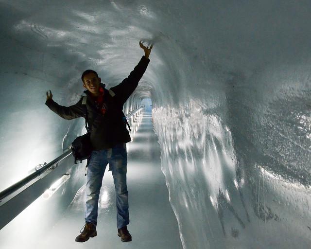 Túneles de hielo bajo el glaciar del Jungfrau