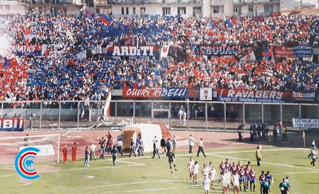 31 Maggio 1997: l'ingresso in campo di Catania e Turris