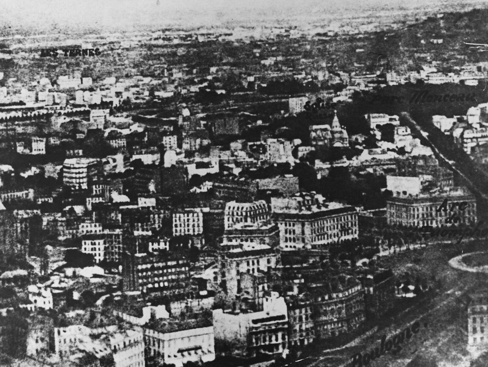 1858. Вид с воздуха на Париж с высоты 520 м, сфотографированный Надаром